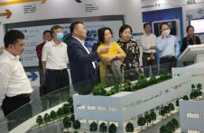 大兴区人大副主任陈晓君、副区长杨蓓蓓视察民银国际